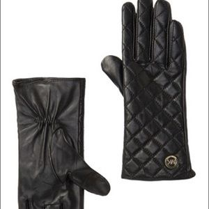 Michael Kors NWT black quilted leather tech gloves